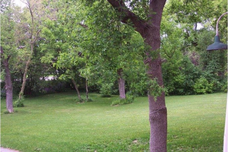 500 Lake Bluff Rd, Thiensville, WI by The Frugal Broker, Llc $135,000
