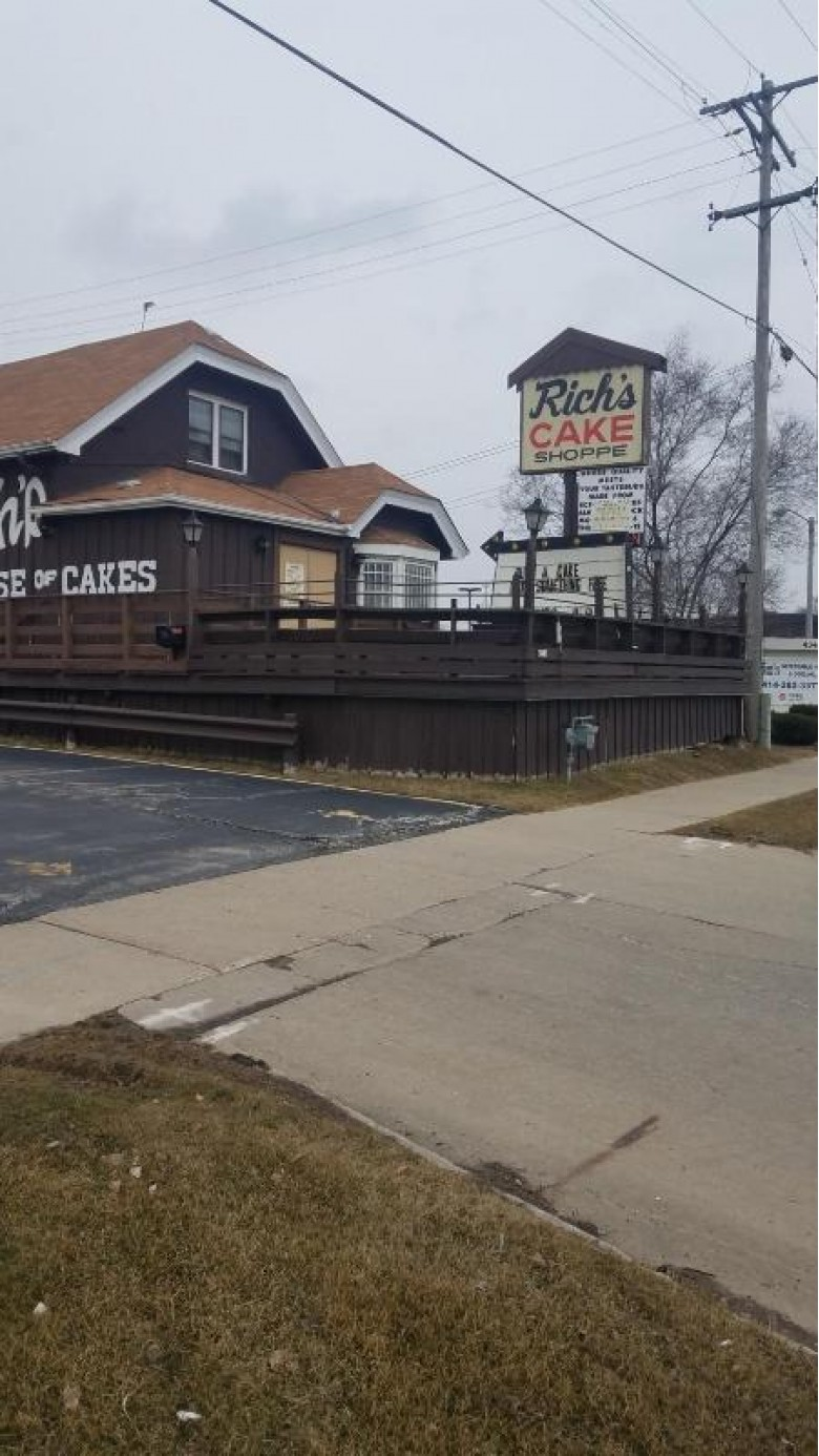 4353 S 27th St, Greenfield, WI by Re/Max Lakeside-Capitol $129,900