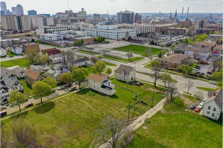 1428 W Highland Ave 1430, Milwaukee, WI by Kelly Barrett Real Estate $149,000