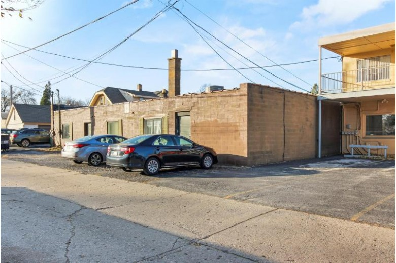 3535 W Oklahoma Ave, Milwaukee, WI by Homesmart Connect Llc $1,100