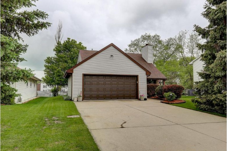 1349 Park Ave, South Milwaukee, WI by Re/Max Realty 100 $269,900