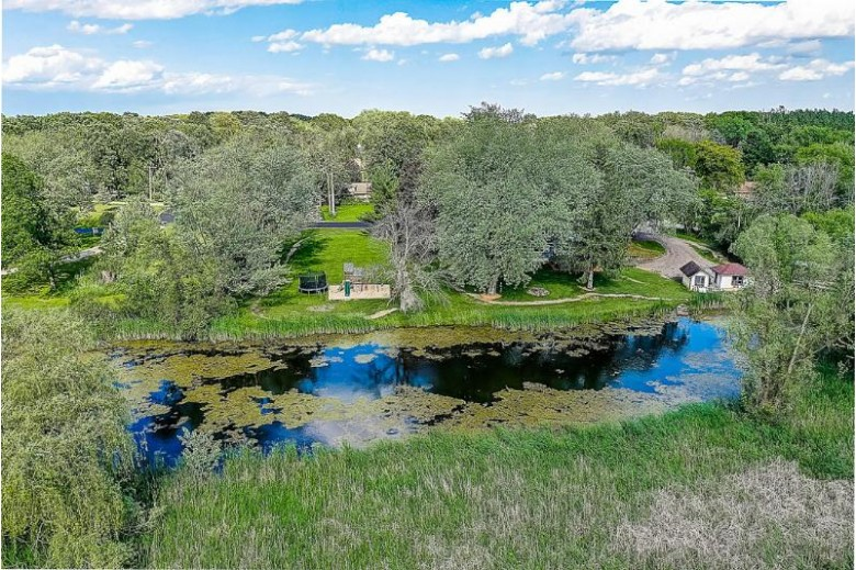 8010 W Lake Dr, Waterford, WI by Re/Max House Of Real Estate $269,900