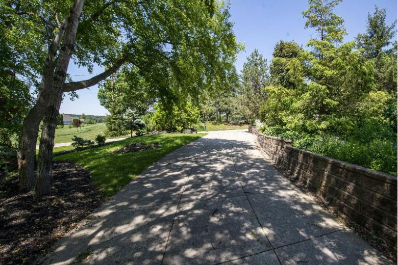 N61W29339 Rybeck Rd, Hartland, WI by First Weber Real Estate $895,000