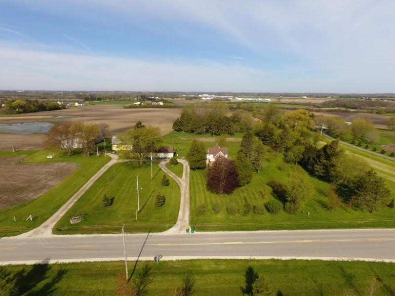 2200 53rd Dr, Franksville, WI by Re/Max Newport Elite $695,000