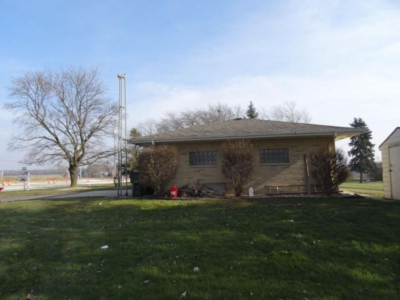 13515 Northwestern Ave, Franksville, WI by Shorewest Realtors, Inc. $450,000