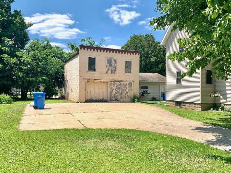 410 S Sixth St Watertown, WI 53094-4636 by Martin Real Estate $324,900