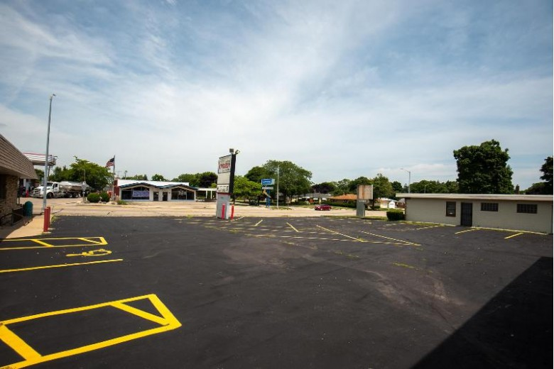 4615 Washington Ave Racine, WI 53405-2746 by First Weber Real Estate $575,000