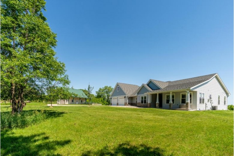 400 Sunnyview Ln, Princeton, WI by Re/Max Heritage $460,000