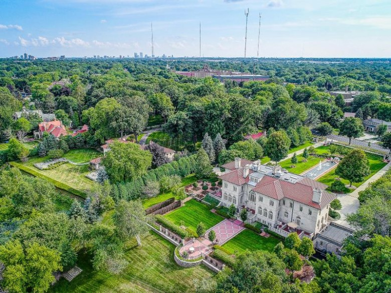 5270 N Lake Dr, Whitefish Bay, WI by Mahler Sotheby'S International Realty $6,950,000