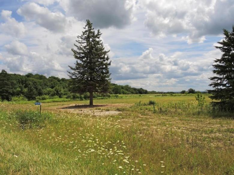 W2249 County Road O, Oconomowoc, WI by Lake Country Listings $425,000