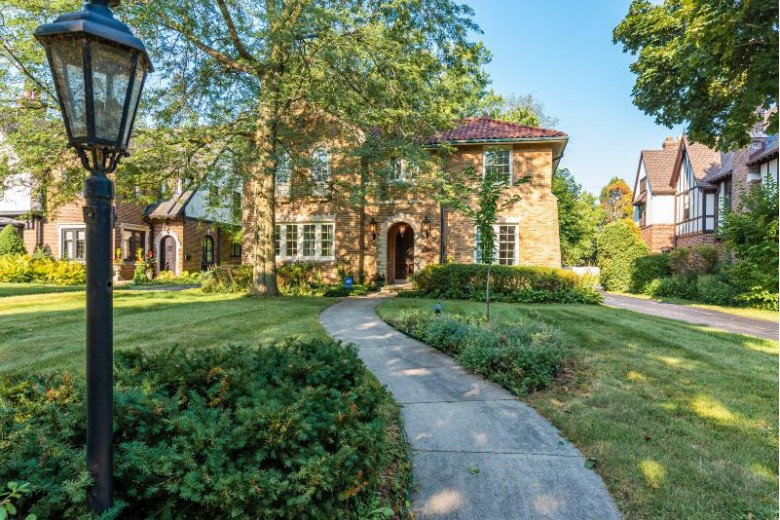 3481 N Lake Dr, Milwaukee, WI by Exsell Real Estate Experts Llc $769,000