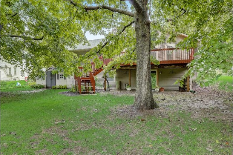1215 Center St, Watertown, WI by Homewire Realty $264,900