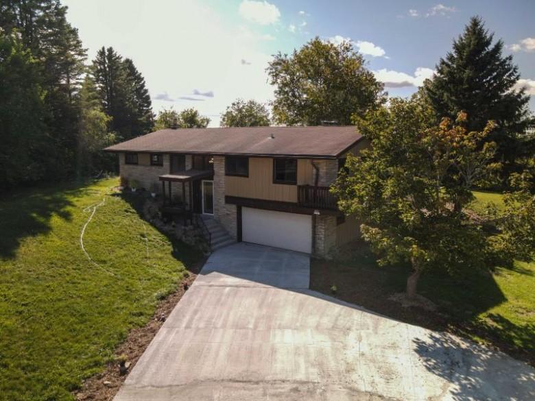 W215N5363 Ada Ct Menomonee Falls, WI 53051-6201 by Lakehomes $319,900