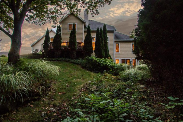 N77W23885 Sun Valley Run, Sussex, WI by First Weber Real Estate $699,900