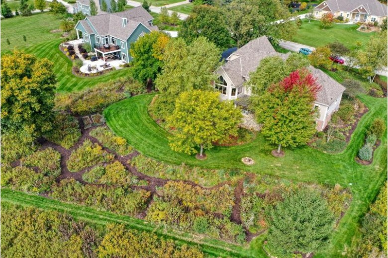 N75W27867 Summerstone Rd, Hartland, WI by The Real Estate Company Lake & Country $724,900