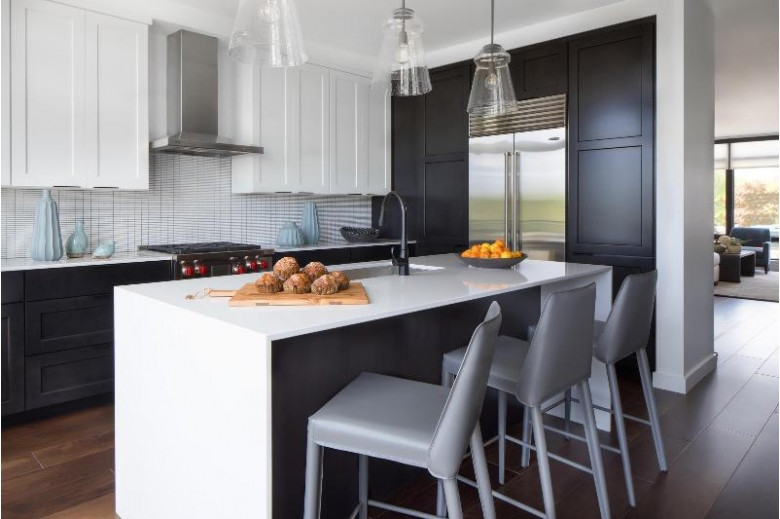1064 Brookwood Dr, Green Bay, WI by Mahler Sotheby'S International Realty $1,075,000
