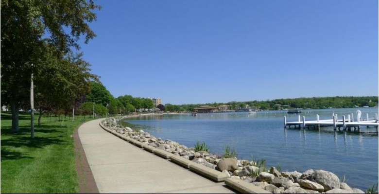 302 Maxwell St, Lake Geneva, WI by Keefe Real Estate, Inc. $985,000