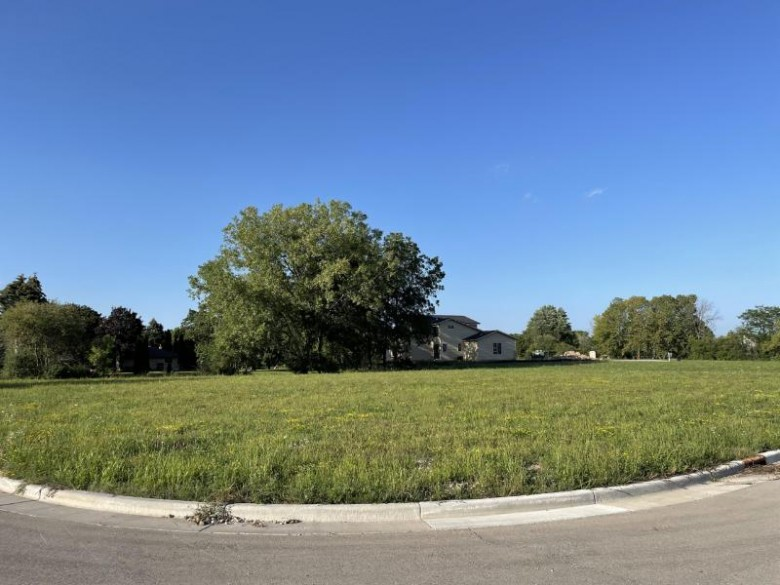 LT1 Upland Ridge Ct, New Berlin, WI by Erchull Real Estate $205,000