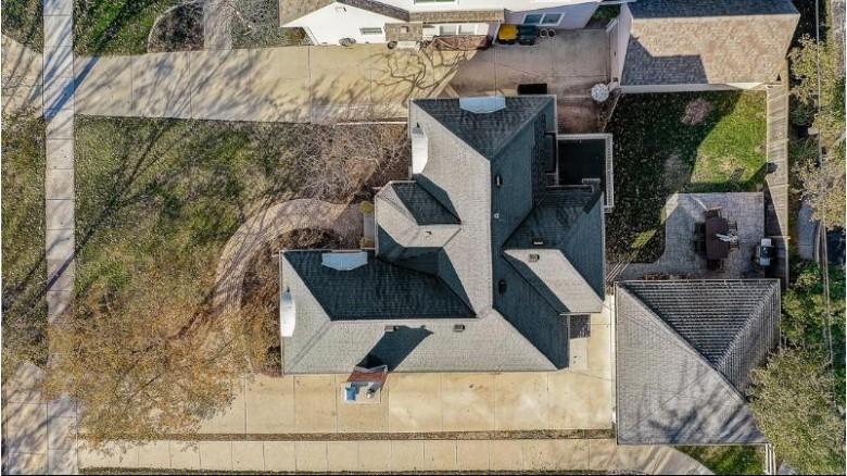 1520 Ridge Ct, Wauwatosa, WI by Keller Williams~wfb $479,000