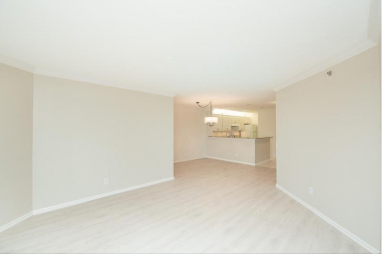 130 W Wisconsin Ave 25, Pewaukee, WI by Lake Country Listings $400,000