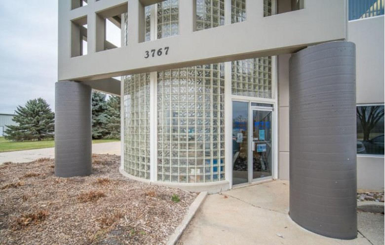 3767 Scenic Rd, West Bend, WI by Boss Realty, Llc $4,480,000