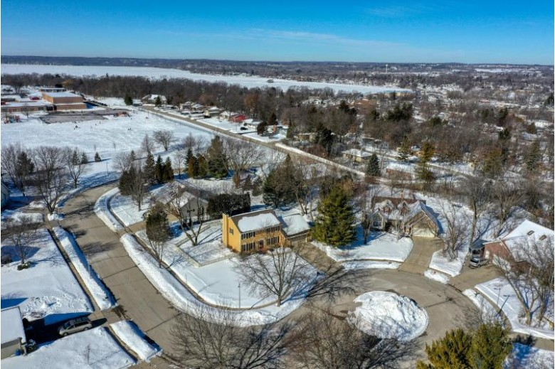 452 Leanore Ct Pewaukee, WI 53072-3600 by Realty Executives - Integrity $419,900