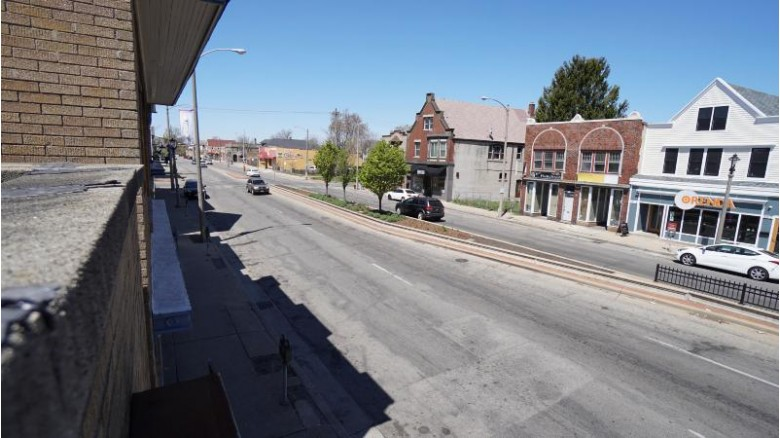 3509 W National Ave 3511 Milwaukee, WI 53215 by Homestead Realty, Inc~milw $199,900
