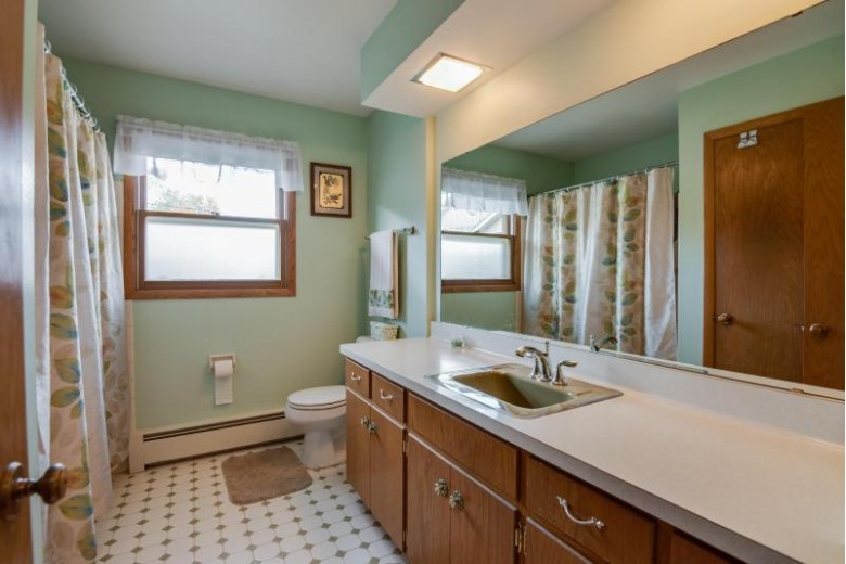 174 E Green Bay Ave, Saukville, WI by Re/Max United - Port Washington $179,900