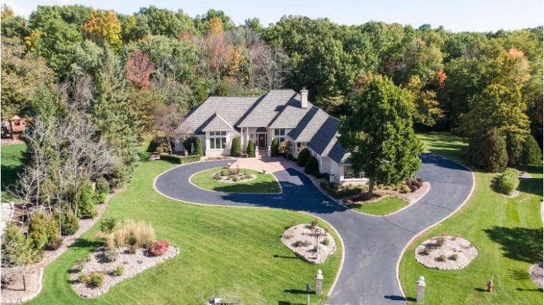 4022 W Ravenna Ct, Mequon, WI by First Weber Real Estate $895,000