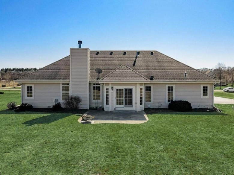 N73W29810 Christopherson Ln, Hartland, WI by Re/Max Realty 100 $499,900