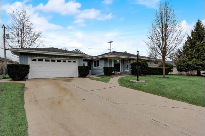 10517 W Manitoba St, West Allis, WI by Lannon Stone Realty Llc $224,000