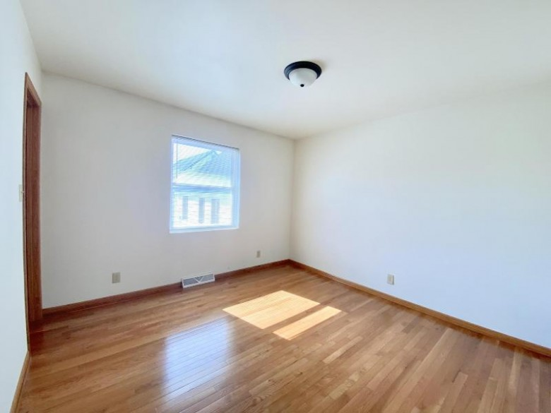 2624 S Fulton St 2622 Milwaukee, WI 53207-2254 by Lake Country Flat Fee $425,000