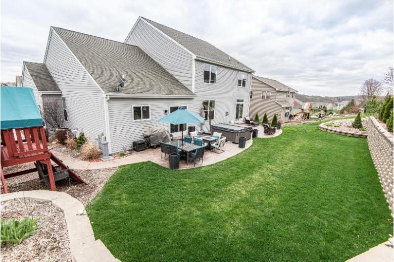 1724 Glacier Ridge Rd Waukesha, WI 53188-8008 by Keller Williams Realty-Lake Country $575,000