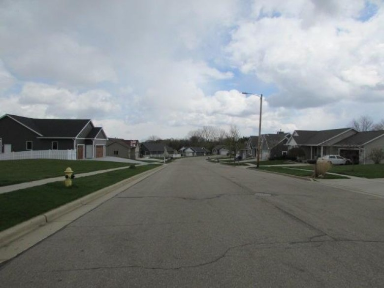 217 Wollet Dr, Fort Atkinson, WI by Re/Max Preferred~ft. Atkinson $49,500