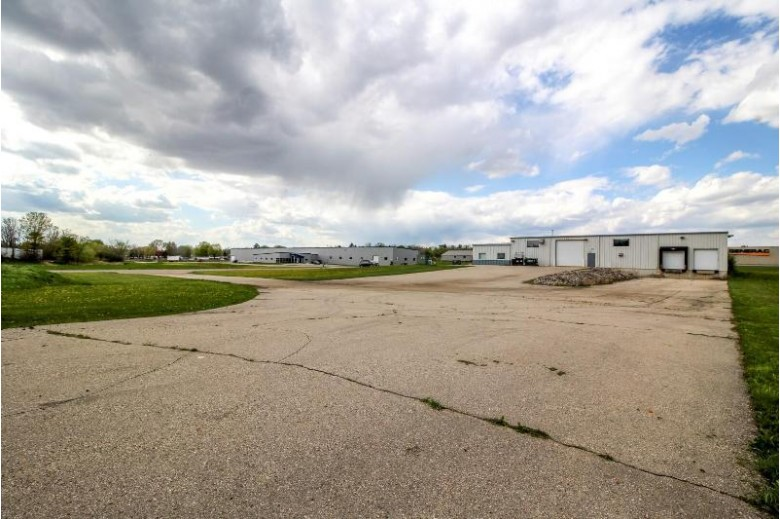 860 N Parkway Jefferson, WI 53549-1344 by First Weber Real Estate $599,900