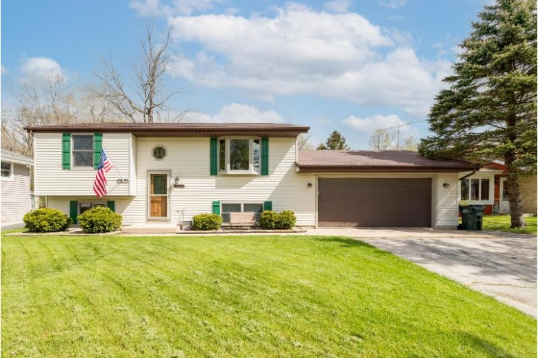 2330 Creek Rd, West Bend, WI by Homestead Advisors $259,900