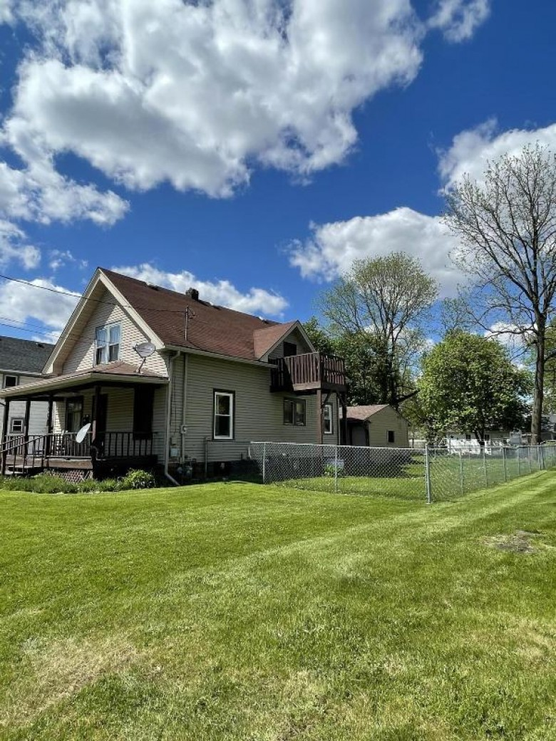 867 E Memorial Dr, Janesville, WI by Mike Foerster Real Estate Group, Llc $190,000