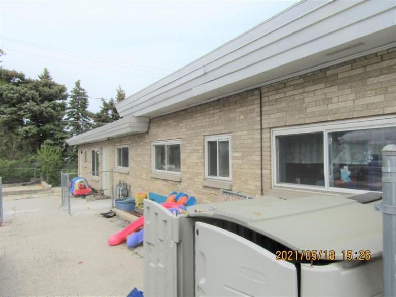 9716 W Greenfield Ave West Allis, WI 53214-2643 by Dream House Realties $289,800