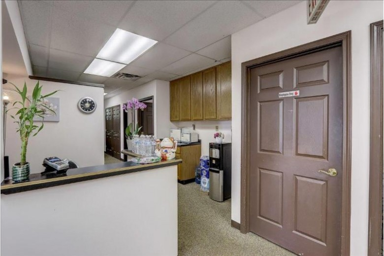 21150 W Capitol Dr Brookfield, WI 53072-2911 by Keller Williams-Mns Wauwatosa $975,000