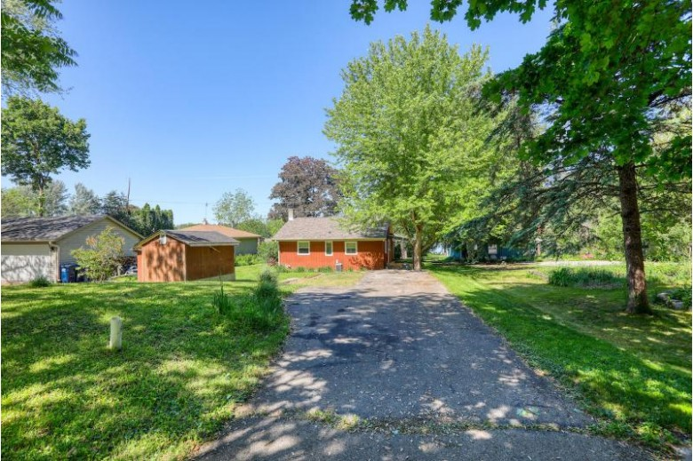 W378S3519 Lake Dr Dousman, WI 53118-9570 by Berkshire Hathaway Homeservices Metro Realty $289,900