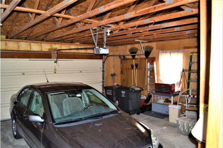 W225N2657 Alderwood Ln, Waukesha, WI by Re/Max Realty 100 $340,000