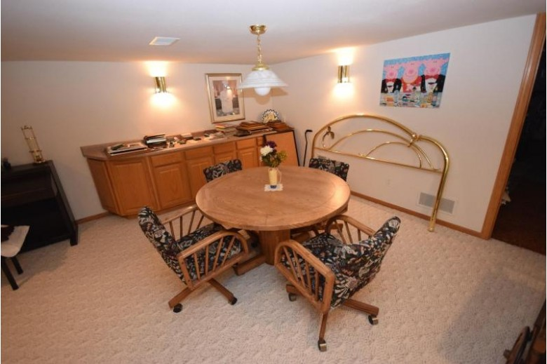 2800 Valley Ave West Bend, WI 53095-5335 by Emmer Real Estate Group $285,900