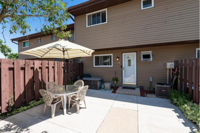 W165N11572 Abbey Ct 4, Germantown, WI by Re/Max Insight $165,900