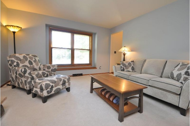 390 Cheshire Ct Pewaukee, WI 53072-2400 by Lannon Stone Realty Llc $434,900
