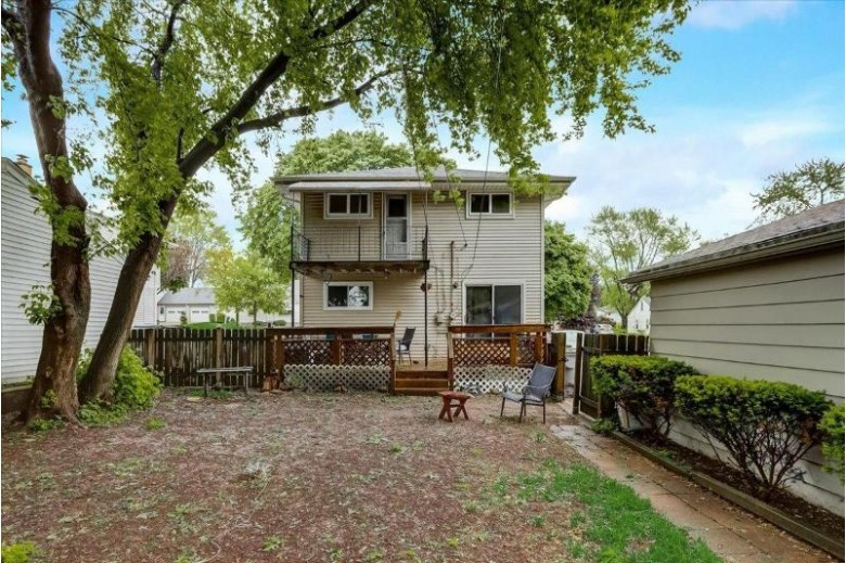 3635 S 91st St 3637 Milwaukee, WI 53228-1539 by Keller Williams-Mns Wauwatosa $260,000