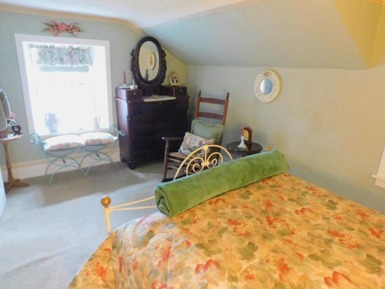 W225N4037 Duplainville Rd, Pewaukee, WI by Realty Executives Integrity~brookfield $324,000