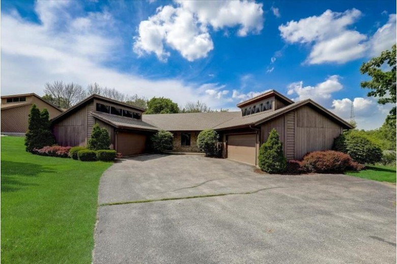 19340 Glenview Dr Brookfield, WI 53045-3629 by First Weber Real Estate $450,000