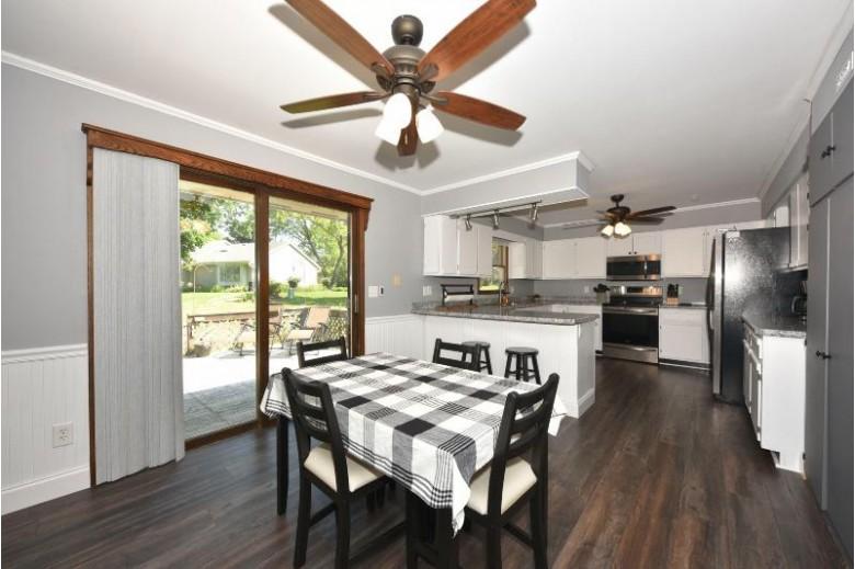 518 Oxford Dr, Hartland, WI by Re/Max Realty 100 $319,900