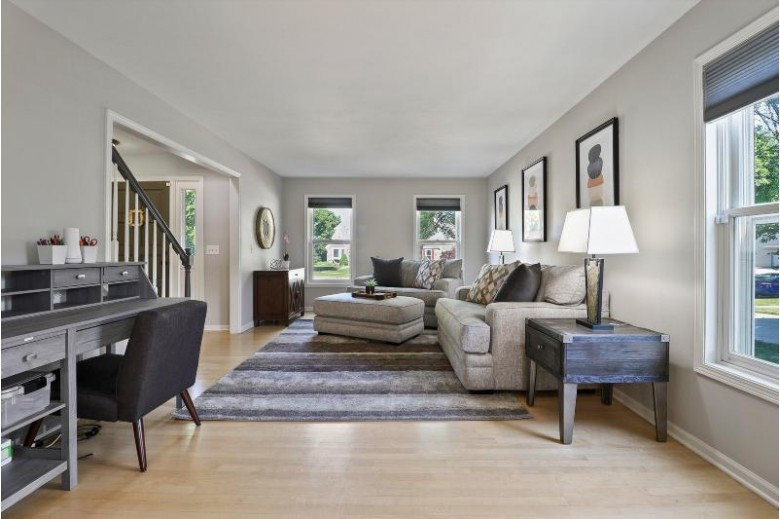 W68N336 Palmetto Ave, Cedarburg, WI by Powers Realty Group $524,900