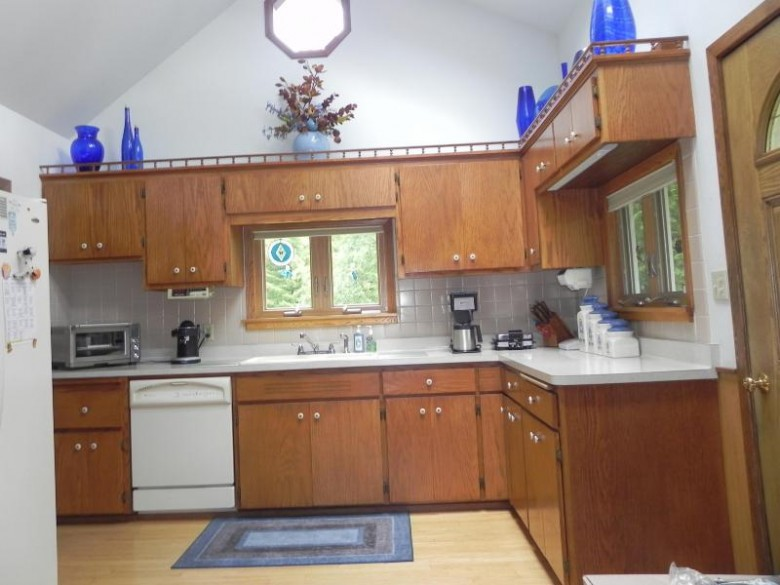 2006 Edgewater Dr, Grafton, WI by Hollrith Realty, Inc $335,000